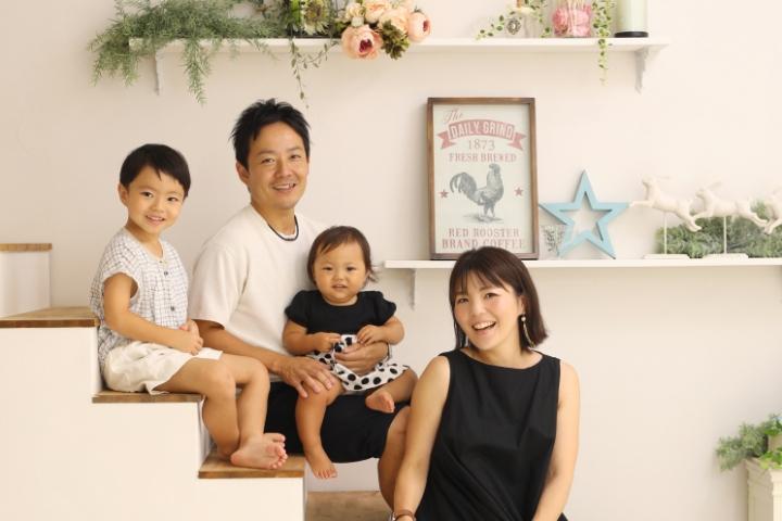 見返して幸せ家族写真